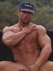 Hot muscle man shows his cock and muscled body